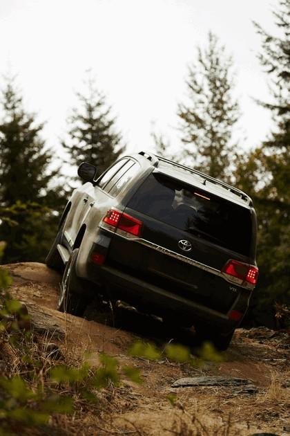 2016 Toyota Land Cruiser 26