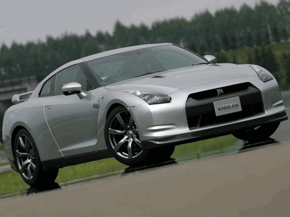 2007 Nissan GT-R 8