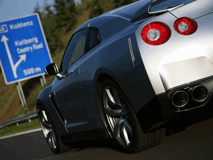 2007 Nissan GT-R 13