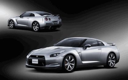 2007 Nissan GT-R 74