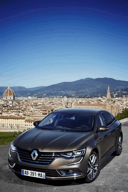 2015 Renault Talisman - test drive in Tuscany 12