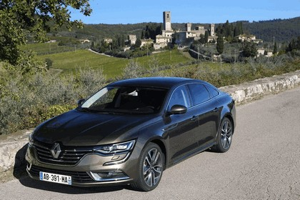2015 Renault Talisman - test drive in Tuscany 15