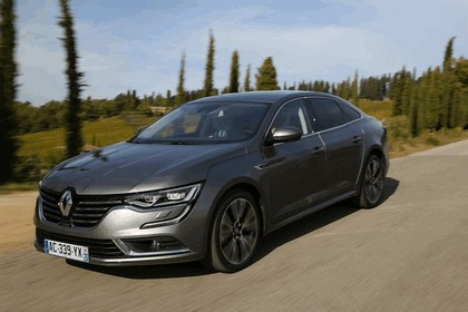 2015 Renault Talisman - test drive in Tuscany 36