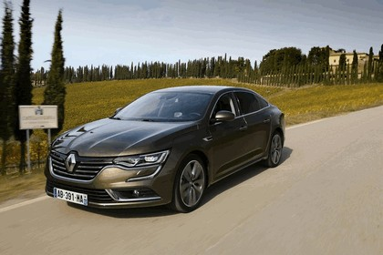 2015 Renault Talisman - test drive in Tuscany 41