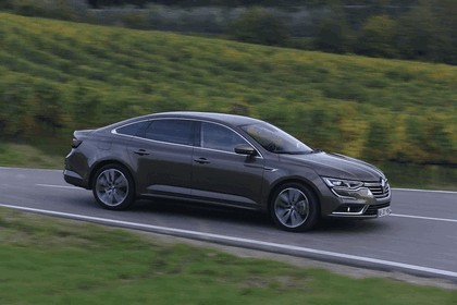2015 Renault Talisman - test drive in Tuscany 73