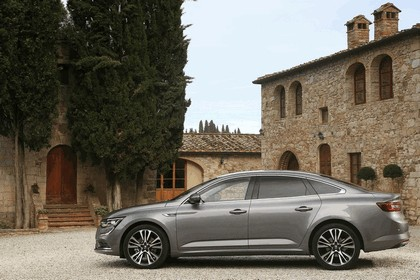 2015 Renault Talisman - test drive in Tuscany 83