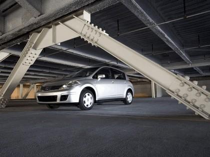 2007 Nissan Versa hatchback 2