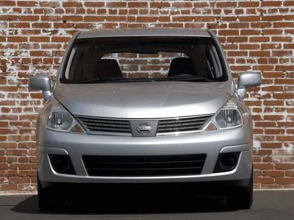 2007 Nissan Versa hatchback 6