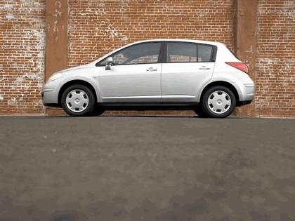 2007 Nissan Versa hatchback 8