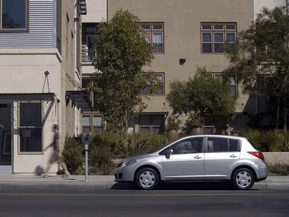 2007 Nissan Versa hatchback 9
