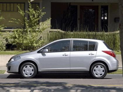 2007 Nissan Versa hatchback 10