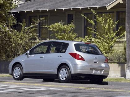 2007 Nissan Versa hatchback 11