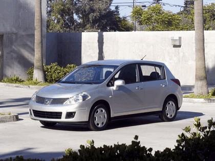 2007 Nissan Versa hatchback 12