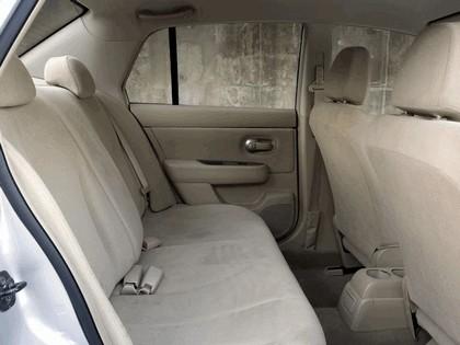 2007 Nissan Versa hatchback 13