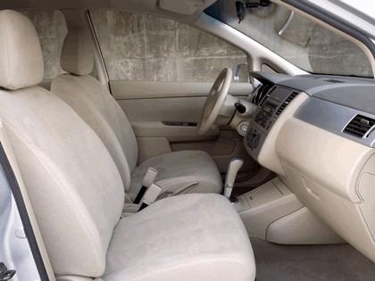 2007 Nissan Versa hatchback 14