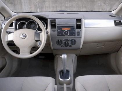 2007 Nissan Versa hatchback 16