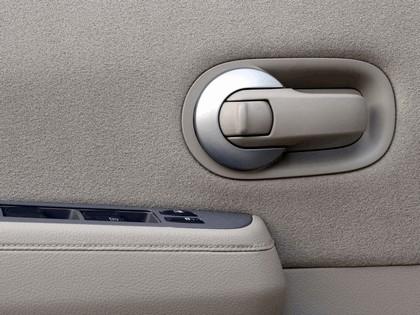 2007 Nissan Versa hatchback 17