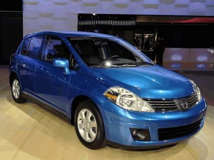 2007 Nissan Versa hatchback 18