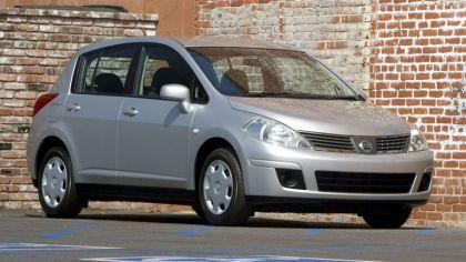 2007 Nissan Versa hatchback 5