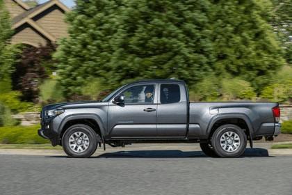 2016 Toyota Tacoma SR5 10