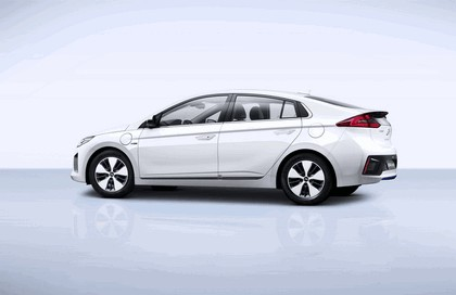 2016 Hyundai Ionic Plug-in concept 2