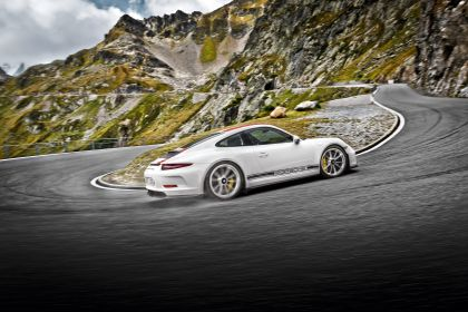 2016 Porsche 911 ( 991 type II ) R 18
