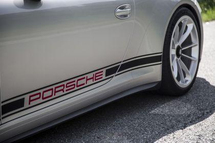 2016 Porsche 911 ( 991 type II ) R 27