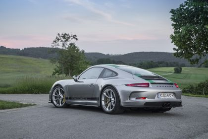 2016 Porsche 911 ( 991 type II ) R 33