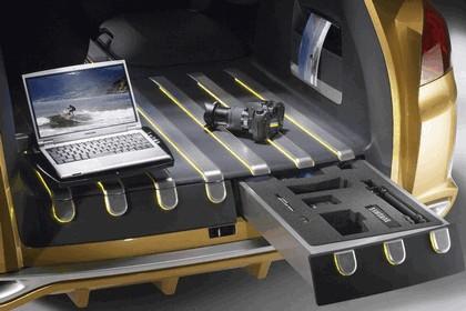 2007 Renault Clio Grand Tour concept 31