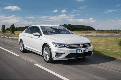 2017 Volkswagen Passat GTE - UK version 1