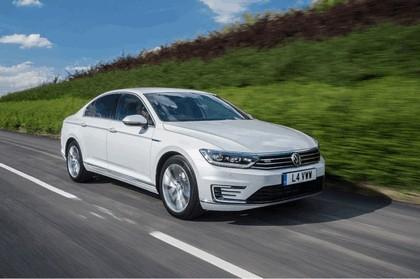 2017 Volkswagen Passat GTE - UK version 2