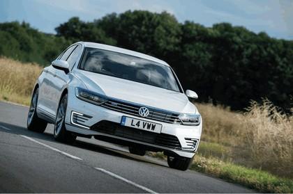 2017 Volkswagen Passat GTE - UK version 3