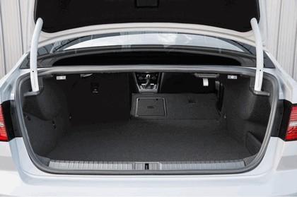 2017 Volkswagen Passat GTE - UK version 23