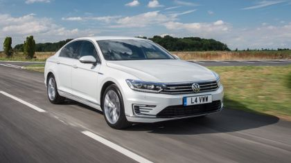 2017 Volkswagen Passat GTE - UK version 9