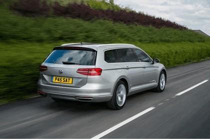 2017 Volkswagen Passat SW GTE - UK version 6
