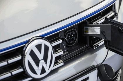 2017 Volkswagen Passat SW GTE - UK version 8