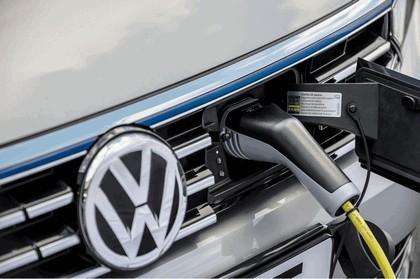 2017 Volkswagen Passat SW GTE - UK version 9