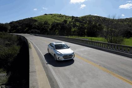 2017 Hyundai Elantra sedan 25
