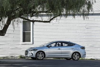 2017 Hyundai Elantra sedan 32