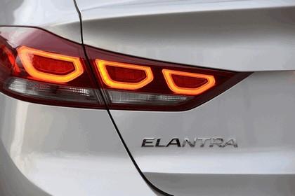 2017 Hyundai Elantra sedan 39