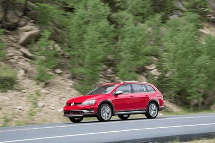 2017 Volkswagen Golf Alltrack - USA version 3