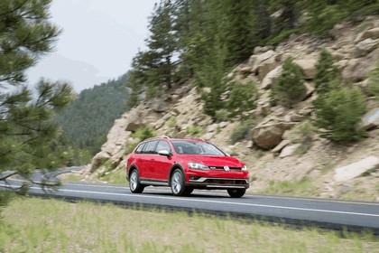 2017 Volkswagen Golf Alltrack - USA version 4