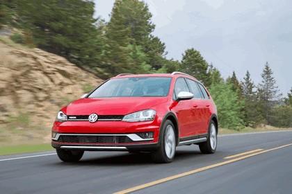 2017 Volkswagen Golf Alltrack - USA version 8