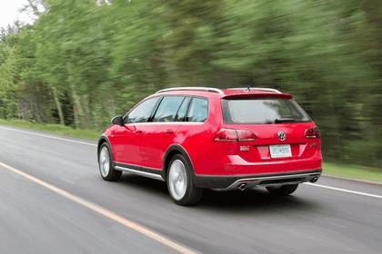 2017 Volkswagen Golf Alltrack - USA version 10