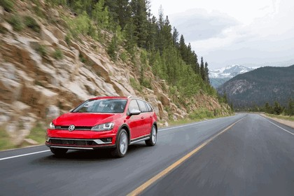 2017 Volkswagen Golf Alltrack - USA version 12