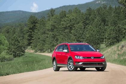 2017 Volkswagen Golf Alltrack - USA version 15