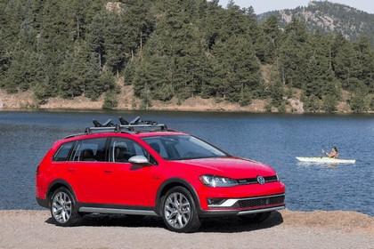 2017 Volkswagen Golf Alltrack - USA version 16