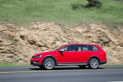 2017 Volkswagen Golf Alltrack - USA version 17