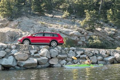 2017 Volkswagen Golf Alltrack - USA version 19