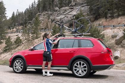 2017 Volkswagen Golf Alltrack - USA version 24